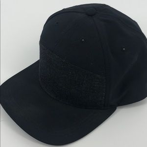 Lululemon black hat one size